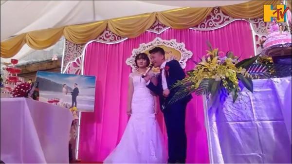 Chú rể giật mic hát tặng cô dâu, vừa cất giọng 8 họ buông đũa vỗ tay vì quá xuất sắc