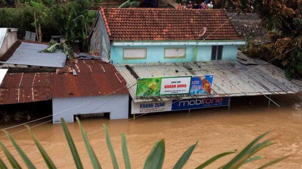 CHÙM ẢNH: Những cảnh tượng không thể tin nổi do cơn bão số 12 gây ra tại các tỉnh miền Trung