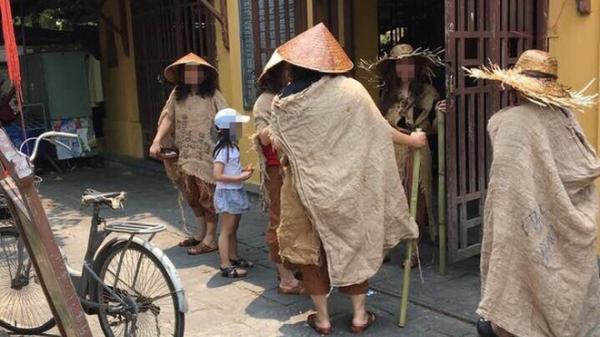 Xác minh nhóm người ăn mặc lạ, đội nón lá, mang gậy, bát vỡ, quay phim, phát trực tiếp trên facebook