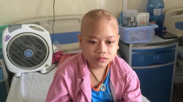 Bố lặn lội 500km từ Quảng Bình ra Hà Nội xin cứu con trai u não