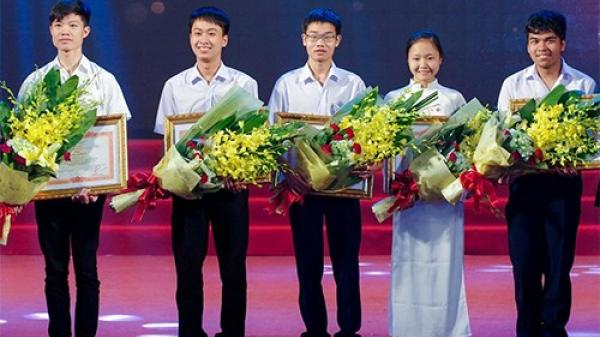 Chàng học sinh nghèo và hai tấm Huy chương Vàng Olympic