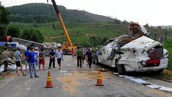 Tuyên Hóa: T ai nạn liên hoàn giữa 5 ô tô làm ách tắc giao thông nghiêm trọng