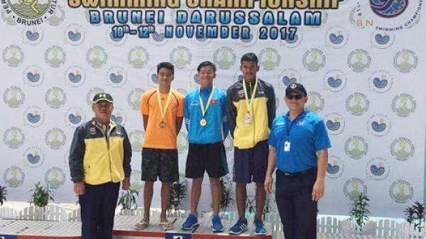 Các vận động viên đội tuyển Bơi Quảng Bình giành được 15 Huy chương  tại Giải bơi Vô địch các nhóm tuổi Đông Nam Á năm 2017