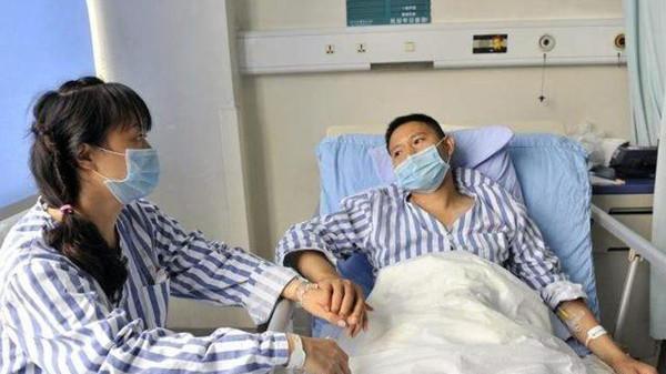 2 vợ chồng liên tiếp mắc ung thư gan vì cái thớt gỗ