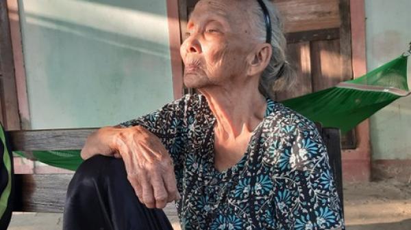 Bi hài cảnh các cụ cao niên ở Quảng Bình được tặng bò để... thoát nghèo