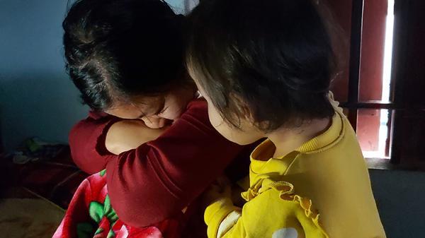 X.ót xa hình ảnh người vợ trẻ có 4 đứa con thơ dại trong căn nhà cấp 4 kiệt sức mong ngóng tin tức chồng từ nước Anh