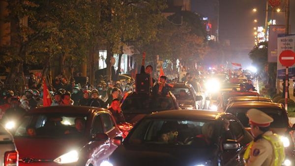 Người dân Quảng Bìnhxuống đường mừng chiến thắng của đội tuyển U22
