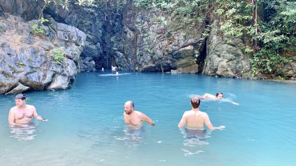 Du kháchtò mò, thích thú khi khám phá vẻ đẹp hồ Ma Đa - Hang Trạ Ang ở Quảng Bình