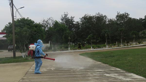Theo dõi sức khoẻ du khách đi cùng chuyến bay với bệnh nhân nhiễm Covid-19 đang lưu trú tại Quảng Bình