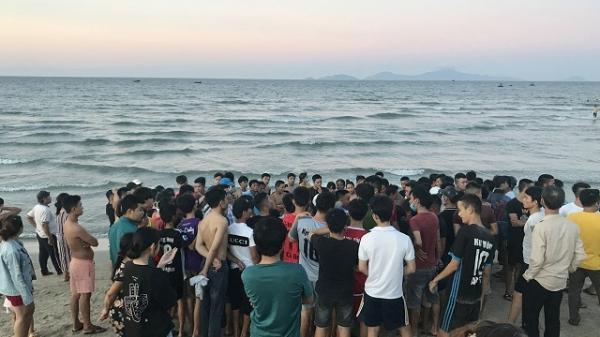 Bị sóng cuốn khi đang tắm biển, 3 thanh niên Quảng Nam tử vong