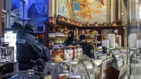 Hậu quả khôn lường từ việc buôn bán đồ ă n cắ p của người Việt  ở Châu Âu.
