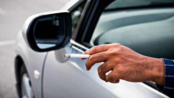 Melbourne: Vứt tàn th uốc ra từ trong xe, người đàn ông bị ph ạt hơn 1,600 đô la