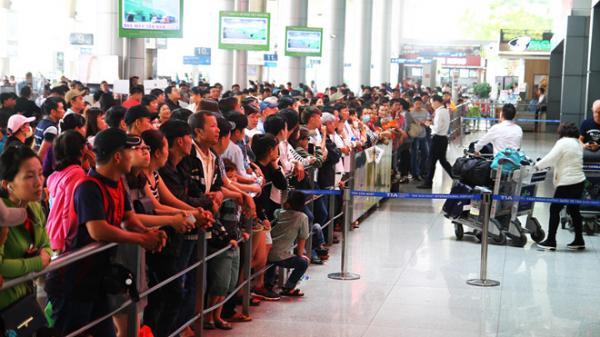 Quan điểm cá nhân gây tranh cãi: Người Việt – Việt kiều và sĩ diện đón người thân ở sân bay.