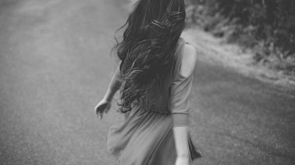 Không còn yêu thì cứ im lặng mà rời đi...