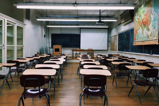 Để đảm bảo an toàn mùa dịch, nhiều trường học chưa thông báo ngày trở lại trường cho học sinh. Ảnh minh họa