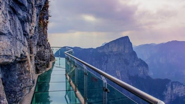 """Xuất hiện cây cầu kính """"ôm cua vách núi"""" thứ 2 ở Việt Nam - dài và cao bậc nhất Đông Nam Á"""