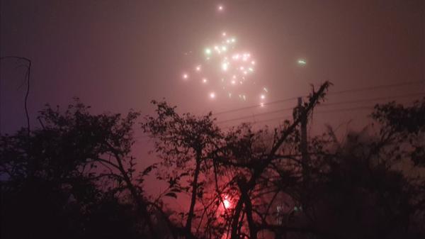 Quảng Bình: Pháo hoa rực sáng, nổ vang trời từ nhiều nhà dân