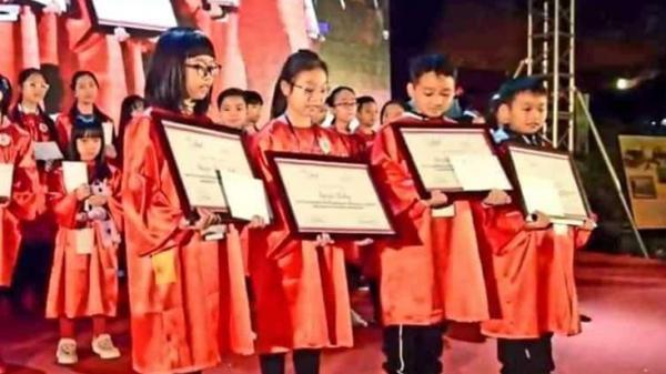 Cậu bé đến từ Quảng Bình xuất sắc giành giải Trạng nguyên tiếng Anh toàn quốc với học bổng 1,5 tỷ đồng