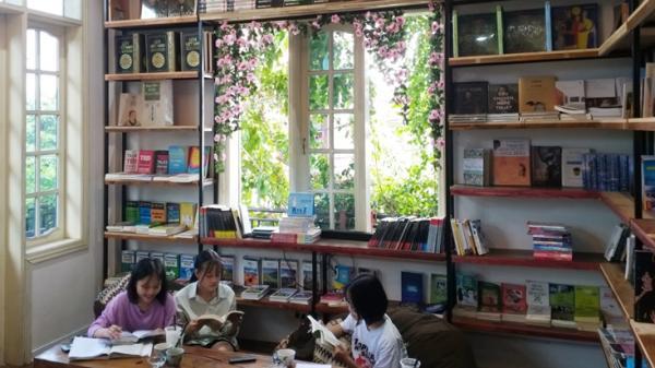 Kiwi cafe bookstore - Quán cà phê dành cho người đam mê sách ở Quảng Bình
