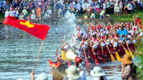 Lễ hội đua thuyền truyền thống Lệ Thủy được công nhận di sản phi vật thể quốc gia