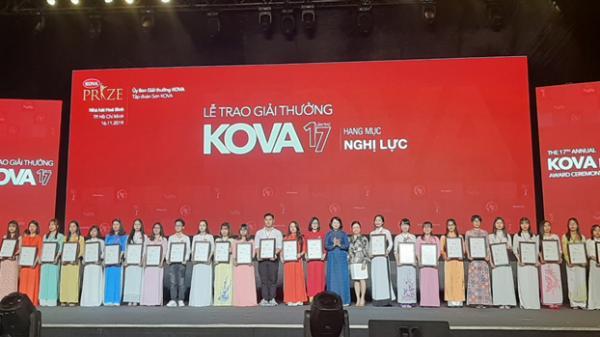 Phó Chủ tịch nước trao học bổng Kova 2019 cho 5 sinh viên nghị lực của Trường đại học Quảng Bình
