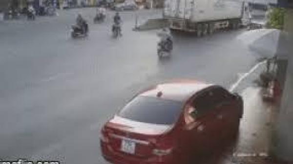 Quảng Bình: Người đi xe máy qua đường bị ô tô khách đ.âm ng.uy kịch